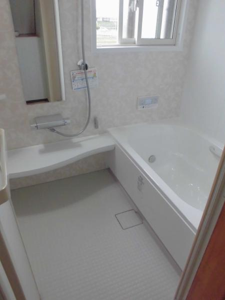 LIXIL「アライズ」を採用されたO様邸浴室・トイレリフォーム、下水切替